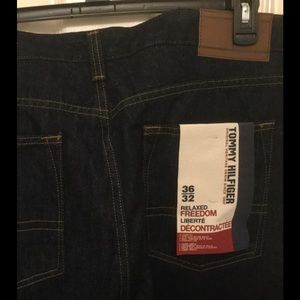 NWT Men's Tommy Hilfiger 36x32 relaxed jeans